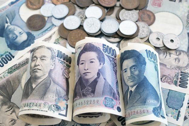 Japanse yennota's en japanse yenmuntstukken voor geldconcept