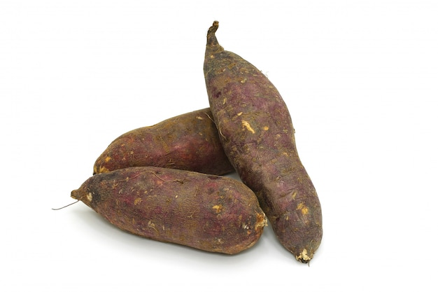 Japanse zoete aardappel geïsoleerd