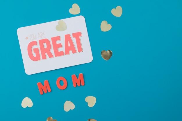 Je bent een geweldige moederinscriptie met kleine papieren hartjes