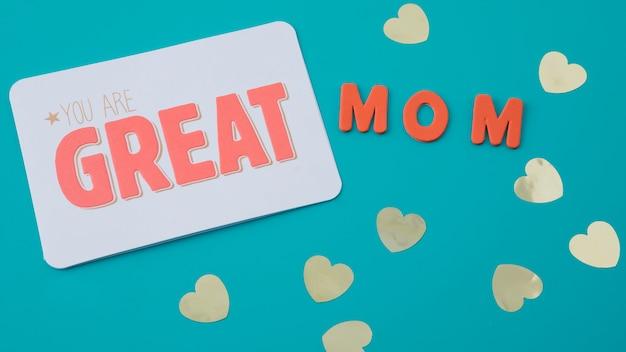 Je bent een geweldige moederinscriptie met papieren harten