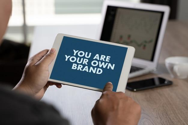 Je bent je eigen merk merkbouwconcept handelsmerkpromotie commercieel