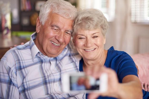 Je bent nooit te oud om een selfie te maken
