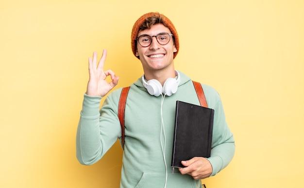 Je gelukkig, ontspannen en tevreden voelen, goedkeuring tonen met een goed gebaar, glimlachend. studentenconcept