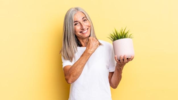 Je gelukkig, positief en succesvol voelen, gemotiveerd wanneer je een uitdaging aangaat of goede resultaten viert met een decoratieve plant