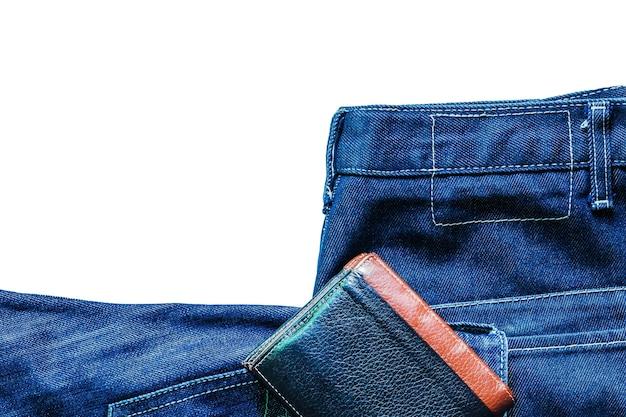 Jeans en portefeuille op witte achtergrond.