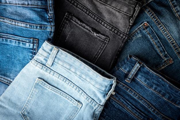Jeans geïsoleerd op een witte achtergrond.