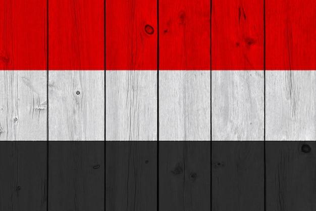 Jemen vlag geschilderd op oude houten plank