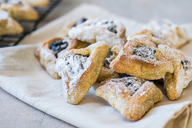 Jerwish-voedsel hamantaschen-koekjes met droog fruit