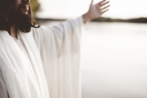 Jezus christus met zijn handen omhoog