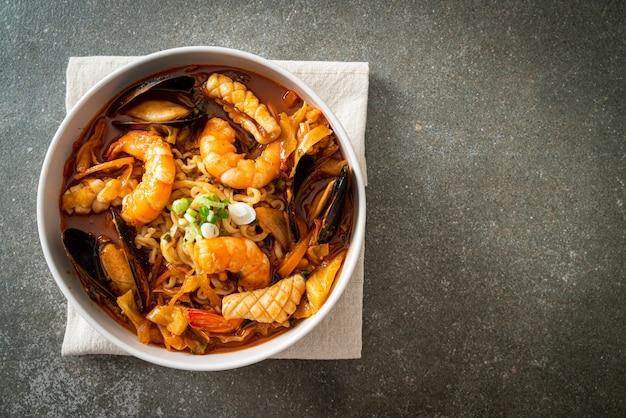 Jjamppong - koreaanse zeevruchtennoedelsoep - koreaanse eetstijl