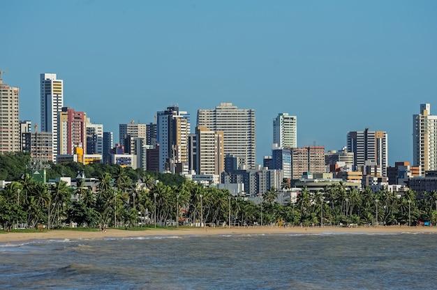 Joao pessoa paraiba brazil op 23 augustus 2012 gebouwen en strand van cabo branco