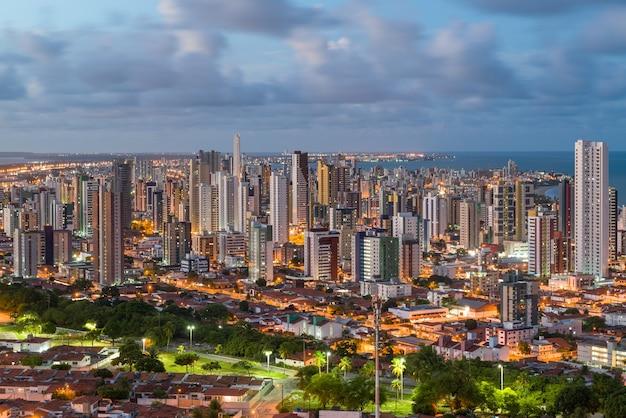 Joao pessoa paraiba brazilië op 19 maart 2017 gedeeltelijk zicht op de stad in de late namiddag