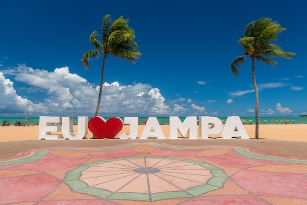 Joao pessoa paraiba brazilië teken op het strand van tambau met de tekst 'i love jampa' in het portugees