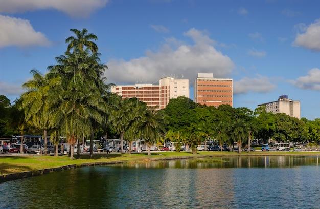 Joao pessoa paraiba brazilië uitzicht op de lagune van parque solon de lucena Premium Foto