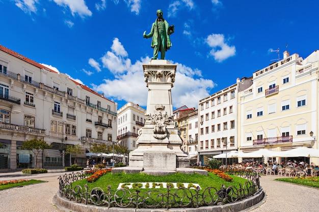 Joaquim antonio de aguiar-monument in largo da portagem in coimbra, portugal. hij was een vooraanstaand portugees politicus.