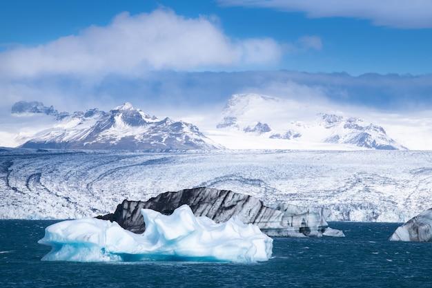 Jokulsarlon-gletsjerlagune in de winter, ijsland
