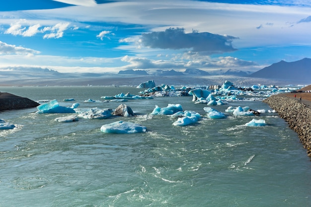 Jokulsarlon-gletsjerlagune in het nationale park van vatnajokull, ijsland