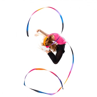 Jong dansmeisje over het geïsoleerde witte springen