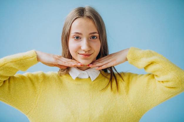 Jong geïsoleerd meisje het tonen van gezichtsuitdrukkingen
