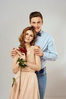 Jong koppel man en vrouw mooie mensen samen.