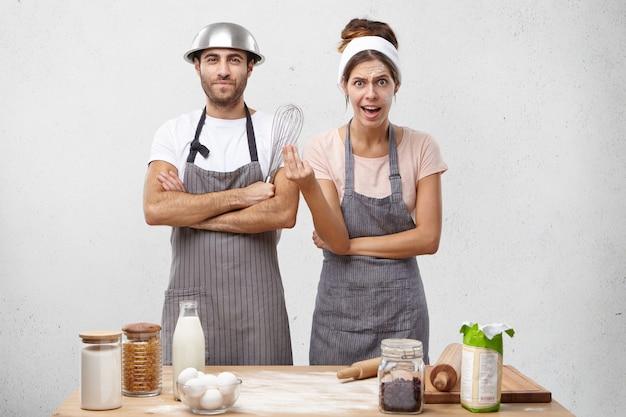 Jong koppel samen koken