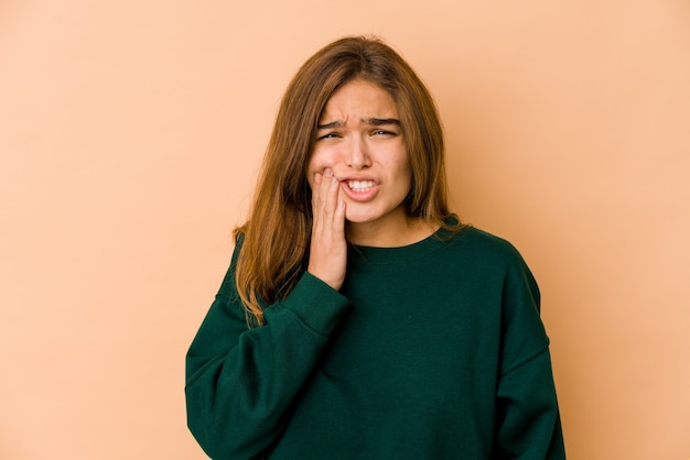 Jong mager kaukasisch tienermeisje met een sterke tandenpijn, kiespijn.