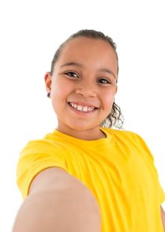 Jong meisje dat een selfie-foto neemt
