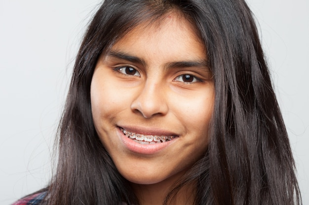Jong meisje lachend close-up