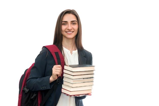Jong meisje met boeken en tas geïsoleerd op wit