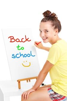 Jong meisje schilderen terug naar school op een ezel