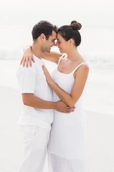 Jong van aangezicht tot aangezicht paar en romancing