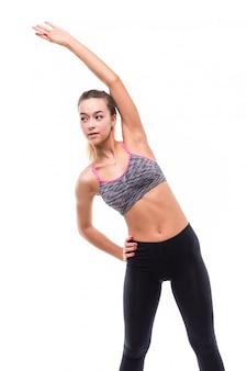 Jonge aantrekkelijke fitness meisje vrouw maken verschillende aerobics-oefeningen op wit gekleed in sportkleding