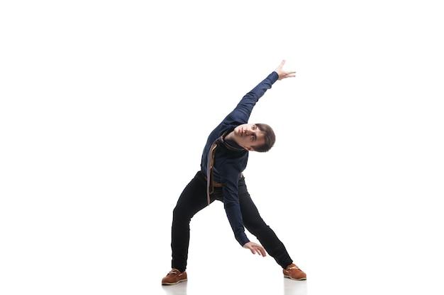 Jonge aantrekkelijke man dansen. geïsoleerd op wit