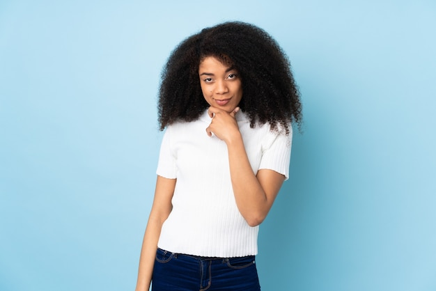 Jonge afrikaanse amerikaanse vrouw denken