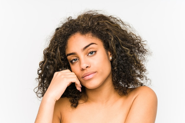 Jonge afrikaanse amerikaanse vrouw gezicht close-up
