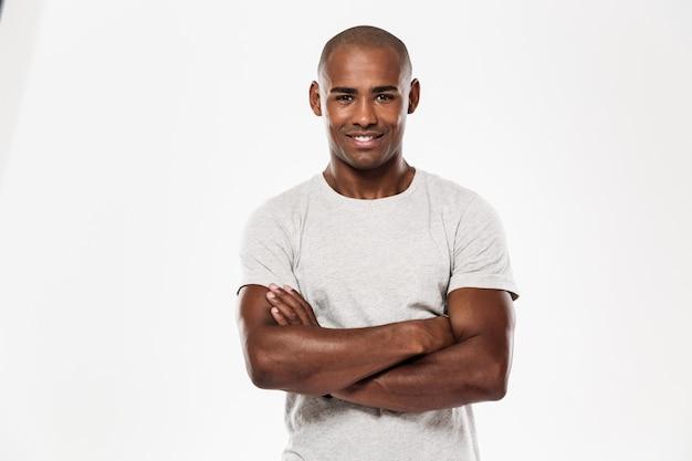 Jonge afrikaanse man permanent geïsoleerd