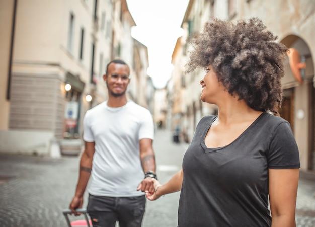 Jonge afrikaanse verliefde paar