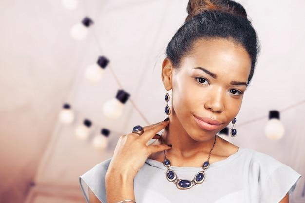 Jonge afrikaanse vrouw status