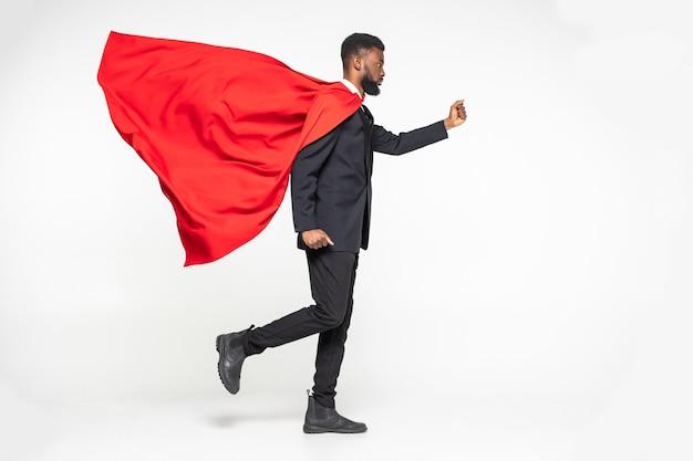 Jonge afrikaanse zakenmanheld uitgevoerd met vuist omhoog Premium Foto