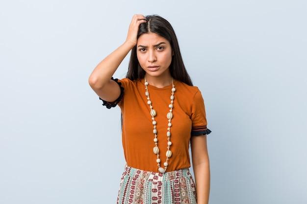 Jonge arabische vrouw die geschokt is, heeft ze een belangrijke ontmoeting onthouden
