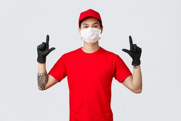 Jonge aziatische het puntvinger van de leveringsmens