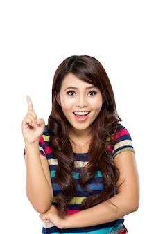Jonge aziatische vrouw krijgt inspiratie