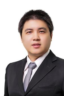 Jonge aziatische zakenman in formele pak met stropdas op witte ondergrond