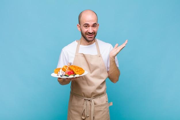 Jonge bakkersman met wafels