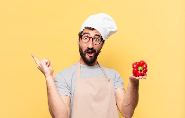 Jonge, bebaarde chef-kok die een succesvolle overwinning viert