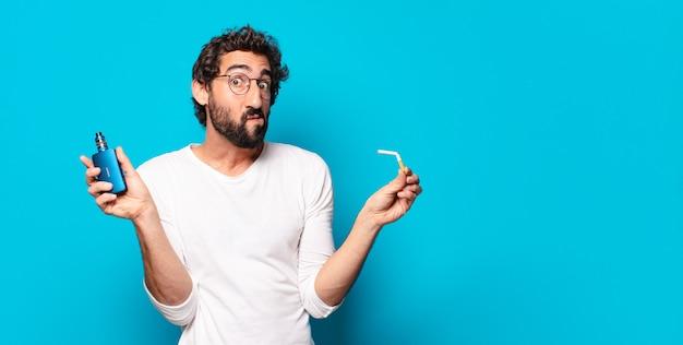 Jonge, bebaarde man die rookt met een vaper