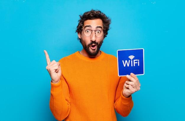 Jonge, bebaarde man gratis wifi concept