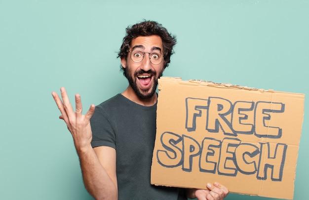 Jonge, bebaarde man met bord voor vrije meningsuiting