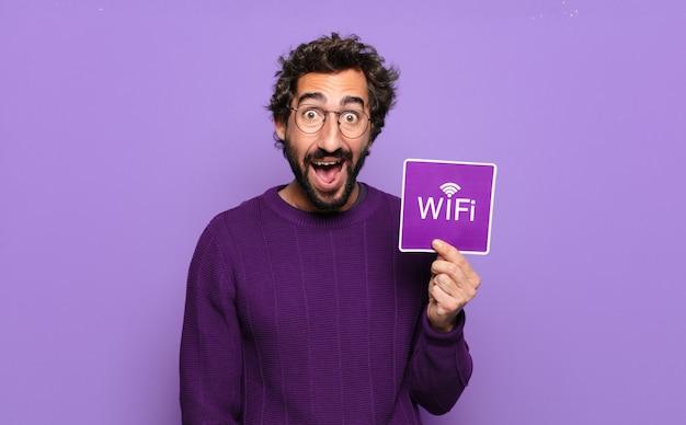 Jonge, bebaarde man met wifi-teken