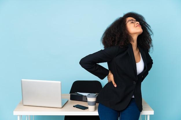 Jonge bedrijfs geïsoleerde vrouw
